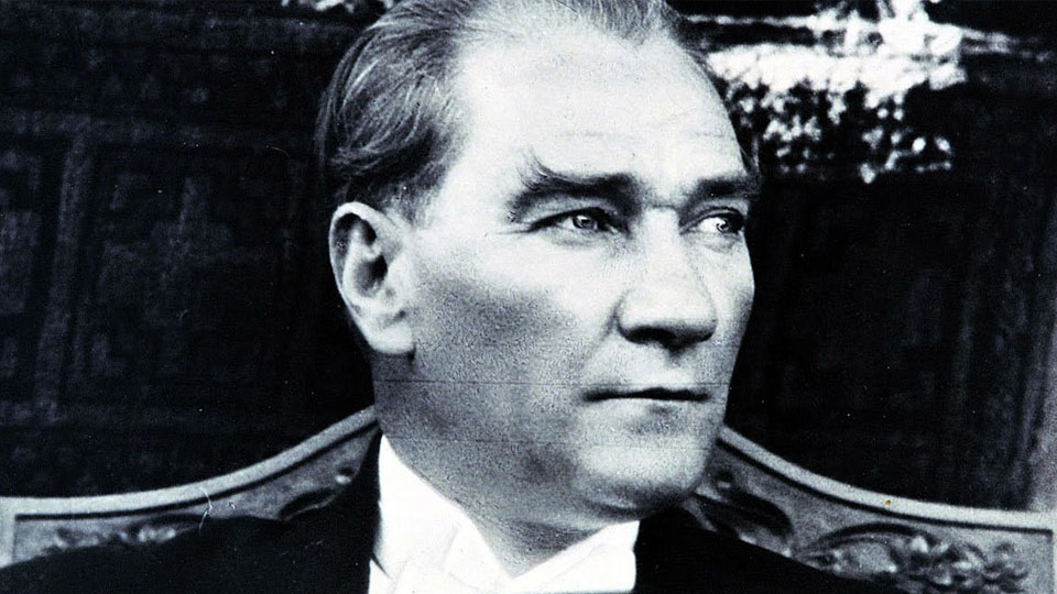 Çocukken fakirdim. İki kuruş elime geçince bunun bir kuruşunu kitaba verirdim. Eğer böyle olmasaydı bu yaptıklarımın hiç birini yapamazdım. - Mustafa Kemal Atatürk Resimli Sözler - Atatürk Sözleri Ve Fotoğraf Arşivi, unlu-sozleri, guzel-sozler