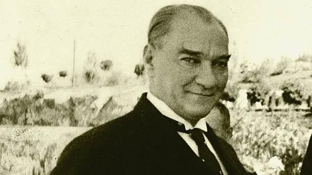 Artık Türkiye din ve şeriat oyunlarına sahne olmaktan çok yüksektir. Bu gibi oyuncular varsa kendilerine başka taraflarda sahne arasınlar - Mustafa Kemal Atatürk Resimli Sözler - Atatürk Sözleri Ve Fotoğraf Arşivi, unlu-sozleri, guzel-sozler