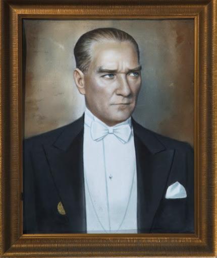 Az zamanda çok ve büyük işler yaptık. Bu işlerin en büyüğü temeli Türk kahramanlığı ve yüksek Türk kültürü olan Türkiye Cumhuriyetidir - Mustafa Kemal Atatürk Resimli Sözler - Atatürk Sözleri Ve Fotoğraf Arşivi, unlu-sozleri, guzel-sozler