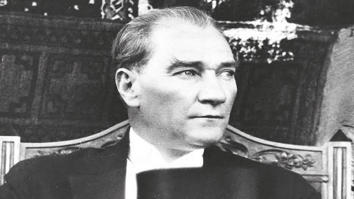 Bir ulus sanattan ve sanatçıdan yoksunsa tam bir hayata sahip olamaz. - Mustafa Kemal Atatürk Resimli Sözler - Atatürk Sözleri Ve Fotoğraf Arşivi, unlu-sozleri, guzel-sozler