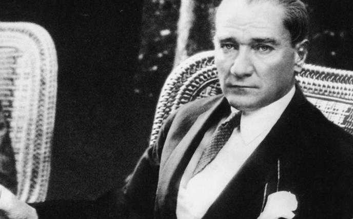 Bizim milletimiz esasen demokrattır. Kültürünün geleneklerinin en derin maziye ait evreleri bunu doğrular. - Mustafa Kemal Atatürk Resimli Sözler - Atatürk Sözleri Ve Fotoğraf Arşivi, unlu-sozleri, guzel-sozler