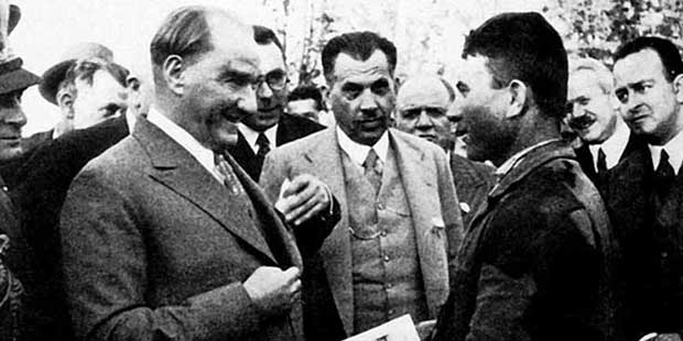 Eğer bir millet büyükse kendisini tanımakla daha büyük olur. - Mustafa Kemal Atatürk Resimli Sözler - Atatürk Sözleri Ve Fotoğraf Arşivi, unlu-sozleri, guzel-sozler