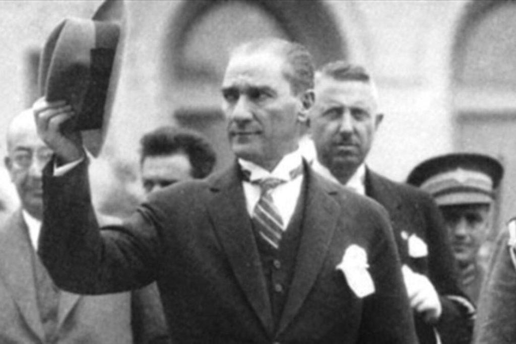 Hayatta en hakiki mürşit ilimdir. 1024x683 - Mustafa Kemal Atatürk Resimli Sözler - Atatürk Sözleri Ve Fotoğraf Arşivi, unlu-sozleri, guzel-sozler
