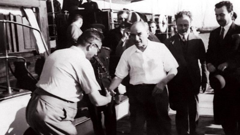 Hiçbir zaman hatırınızdan çıkmasın ki Cumhuriyet sizden fikri hür vicdanı hür irfanı hür nesiller ister. - Mustafa Kemal Atatürk Resimli Sözler - Atatürk Sözleri Ve Fotoğraf Arşivi, unlu-sozleri, guzel-sozler