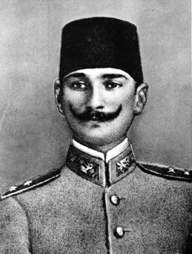 Millete efendilik yoktur hizmet etme vardır. Bu millete hizmet eden onun efendisi olur. 776x1024 - Mustafa Kemal Atatürk Resimli Sözler - Atatürk Sözleri Ve Fotoğraf Arşivi, unlu-sozleri, guzel-sozler