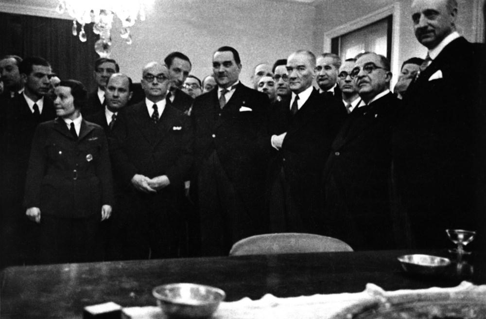 Türk milletinin tabiat ve âdetlerine en uygun idare Cumhuriyet idaresidir. - Mustafa Kemal Atatürk Resimli Sözler - Atatürk Sözleri Ve Fotoğraf Arşivi, unlu-sozleri, guzel-sozler