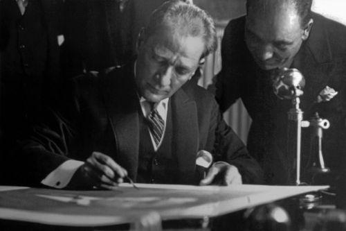 Ulusun yaşamı tehlikeyle karşı karşıya kalmadıkça savaş bir cinayettir. - Mustafa Kemal Atatürk Resimli Sözler - Atatürk Sözleri Ve Fotoğraf Arşivi, unlu-sozleri, guzel-sozler